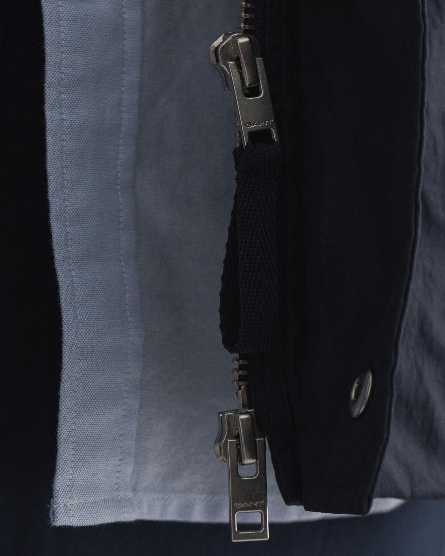 Nylonjacka med fyra fickor
