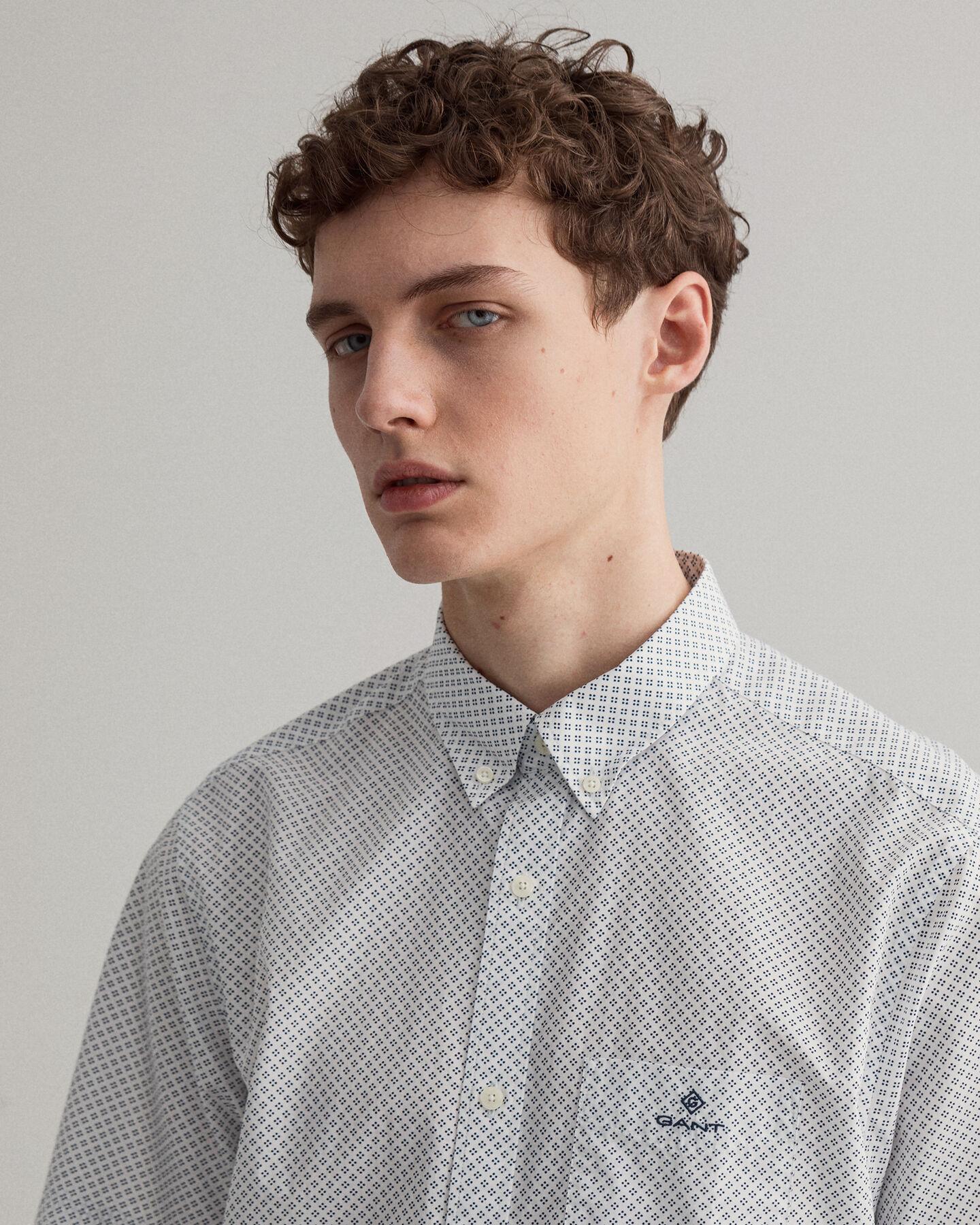 Regular fit kortärmad mikroprickig skjorta