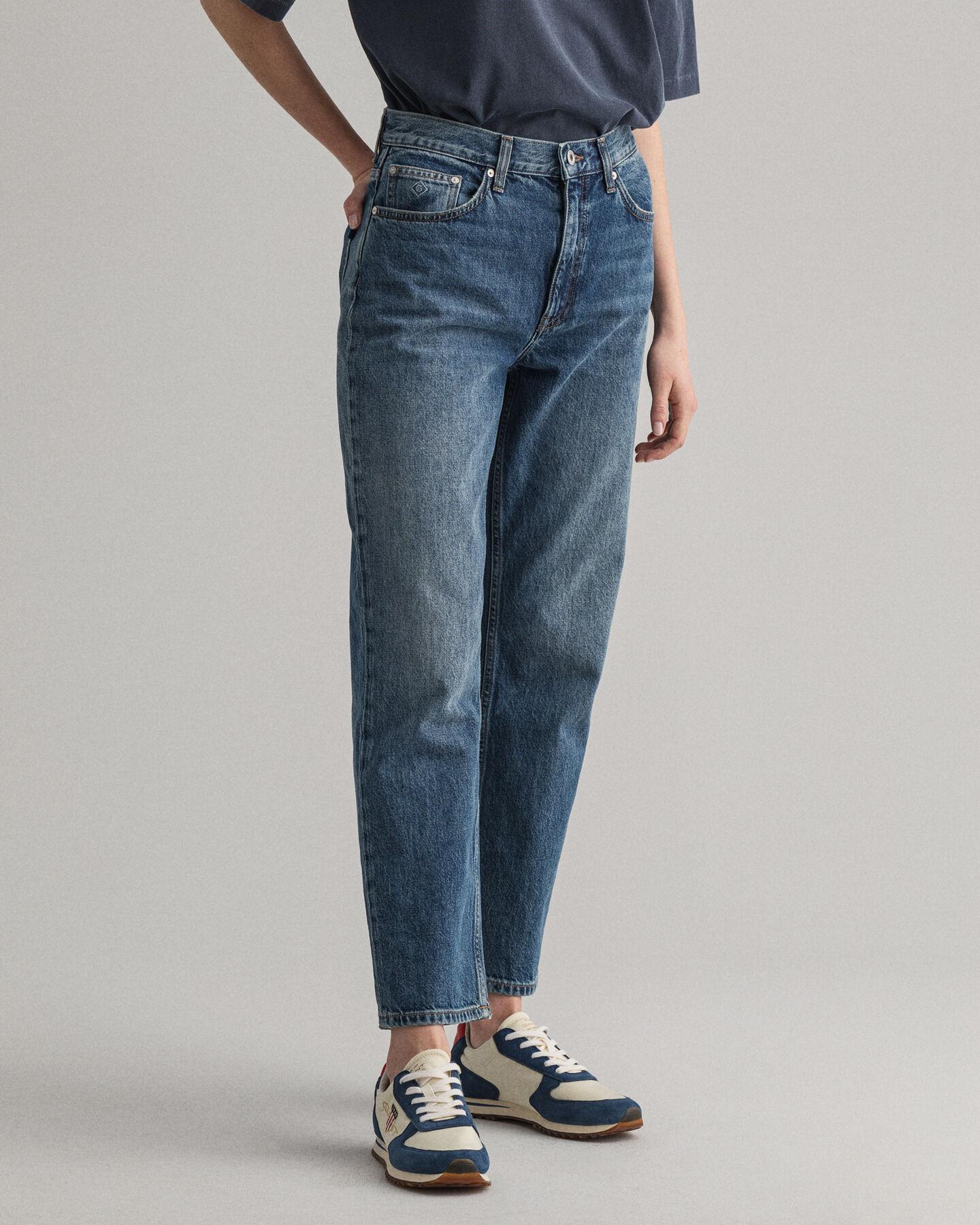 Jeans med raka, något kortare ben och hög midja