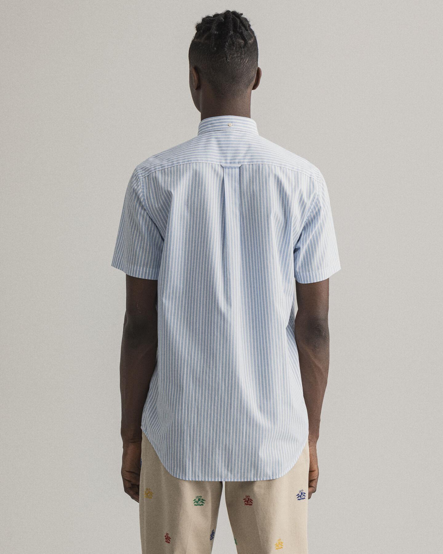 Regular fit kortärmad randig poplinskjorta