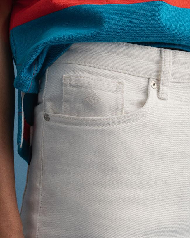Jeans i écru med vida, något kortare ben och hög midja