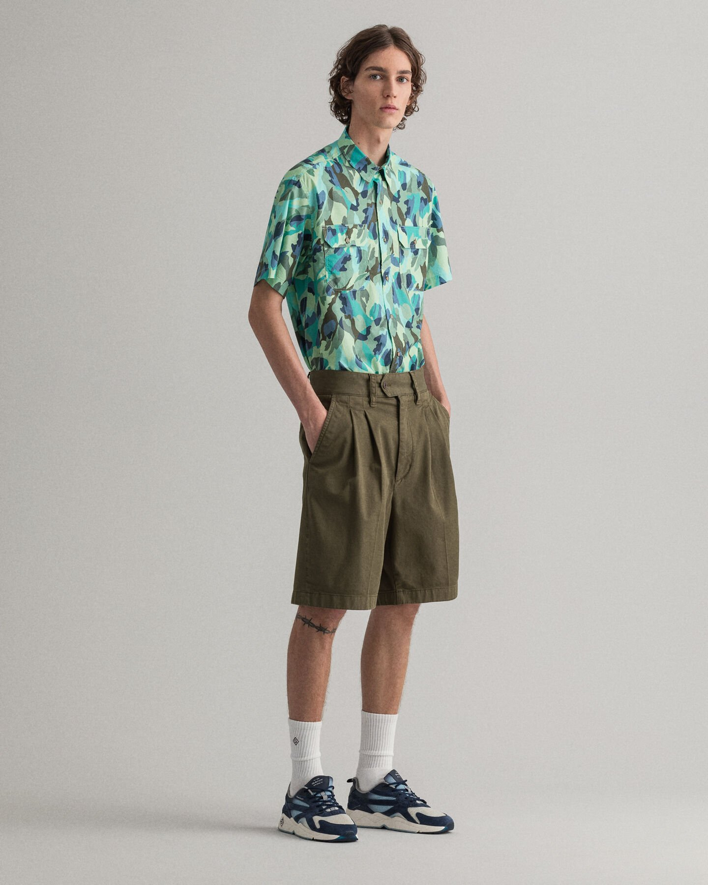 Relaxed fit shorts med veck