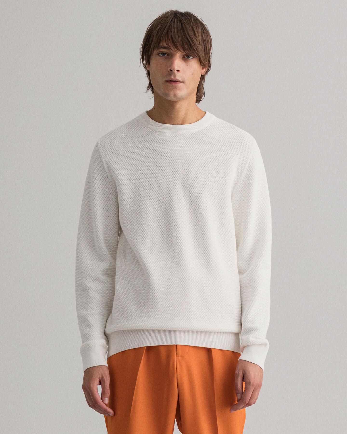 Rundhalsad tröja med korgvävd struktur