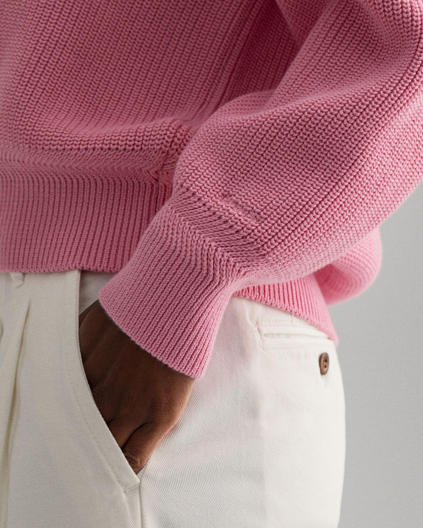 Ribbstickad tröja med V-ringning