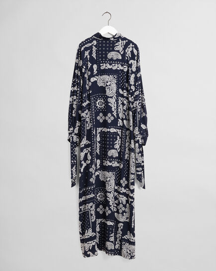 Paisleymönstrad klänning